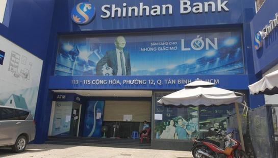 KHẨN: Những người từng đến ngân hàng Shinhan Tân Bình cần liên hệ ngay cơ quan y tế gần nhất